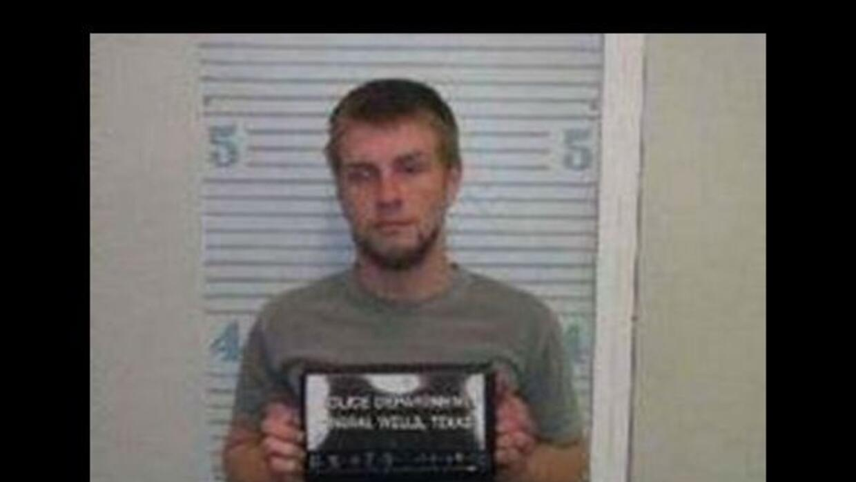 Edward Smith fue arrestado por hacer una broma de que tenía 16 órdenes d...