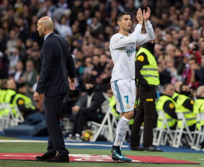 Cristiano Ronaldo celebró su quinto Balón de Oro con doblete y goleada a...