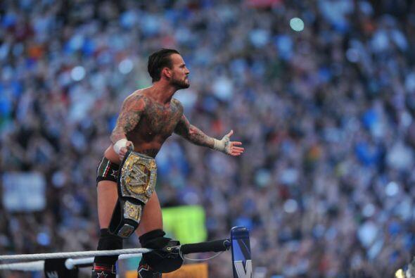 CM Punk se quedó con el cinturón que lo señala como 'El Mejor del Mundo'.