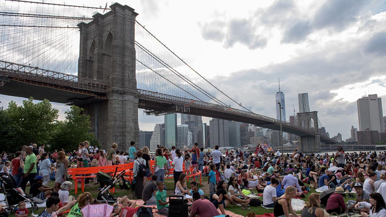Así se ve hoy el Parque del Puente de Brooklyn, mirando hacia el distrit...