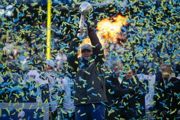 Febrero 2 - Seahawks gana el Superbowl.  Los Seahawks de Seattle se proc...