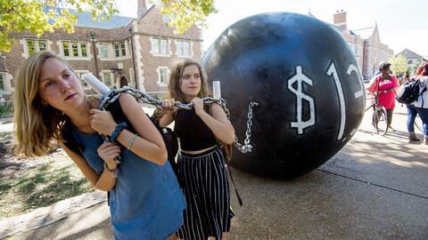 Estudiantes universitarias de Washington University, sede del debate pre...