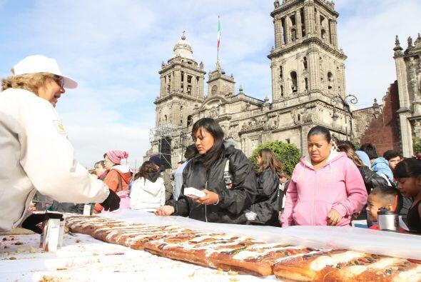 A la llamada Plaza de la Constitución llegaron las familias desde las 9...