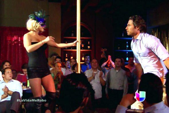 Sebastián Rulli seguramente se puso muy nervioso ante el candente baile...