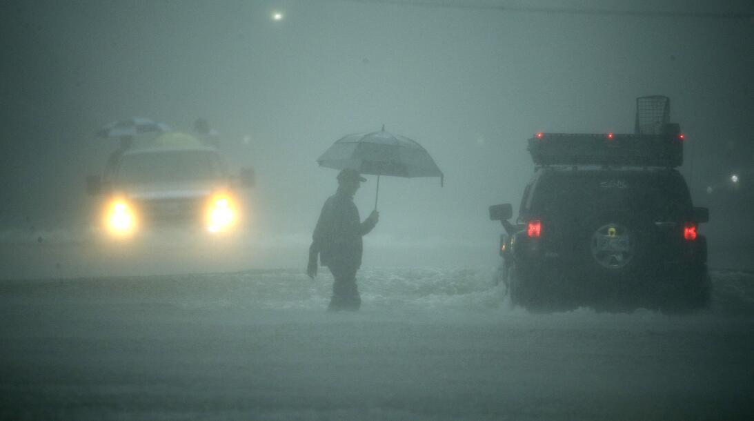 El alcalde Sylvester Turner dice que las lluvias han inundado prácticame...