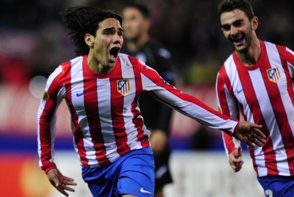Sin embargo el primer gol llegó para los locales gracias al colombiano R...