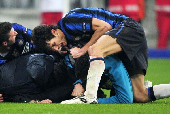 Todos los futbolistas del cuadro italiano se abrazaban y gritaban eufóri...