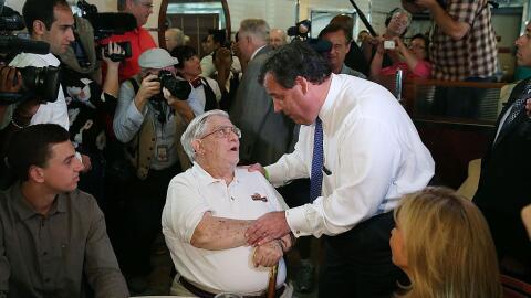 En la imagen, Larry Hogan durante un evento de campaña del entonc...