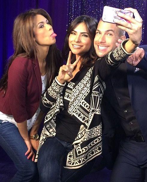 Una que otra 'selfie' detrás de cámaras no le hace daño a nadie... ¿o sí?