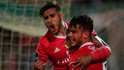 Raúl Jiménez pone al Benfica a un paso del título