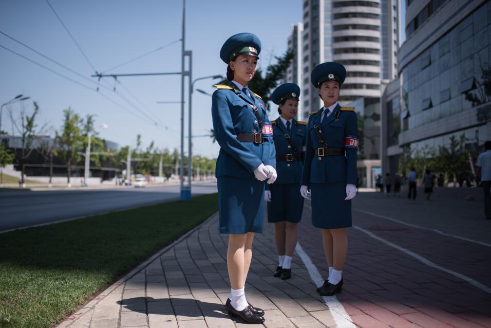 Los requisitos para ser una 'dama del tráfico' en Corea del Norte