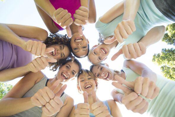 ¿Qué es? El yoga de la risa se basa en la idea de que las personas puede...