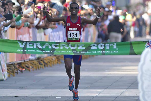 En la maratón varonil de los JCC Veracruz 2014, el cubano Richer Pérez c...