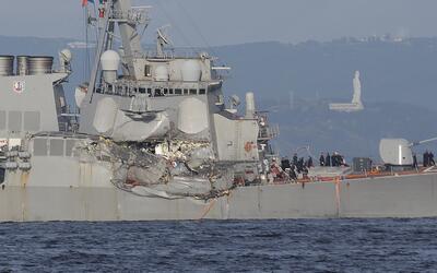 En la imagen se observan los daños sufridos por el USS Fitzgerald...