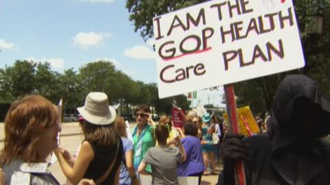 Residentes de Dallas protestaron en rechazo al proyecto de ley de salud...
