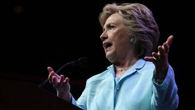 Clinton considera un honor para hispanos que botaran a Jorge Ramos de un...