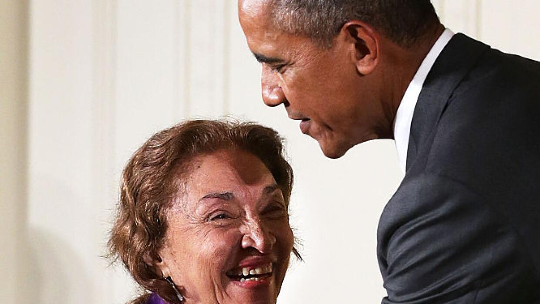 La foto cuando el entonces presidente de Estados Unidos Barack Obama le...