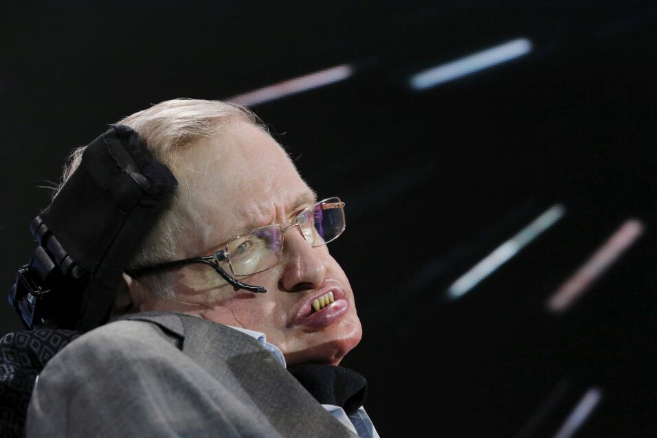 Stephen Hawking atendiendo a un acto en Nueva York en 2016 sobre Breakth...