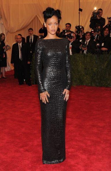 Rihanna es otra mujer bajo los efectos del síndrome ''moda Tom Ford''. N...