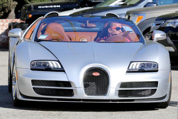 Este impresionante Bugatti valuado en 2.25 millones de dólares.