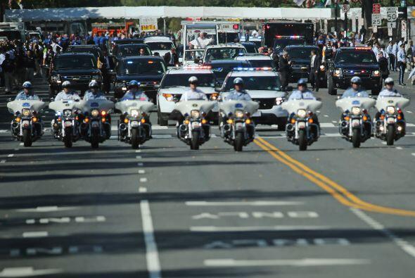 La seguridad del pontífice en su recorrido por las calles de Washington.