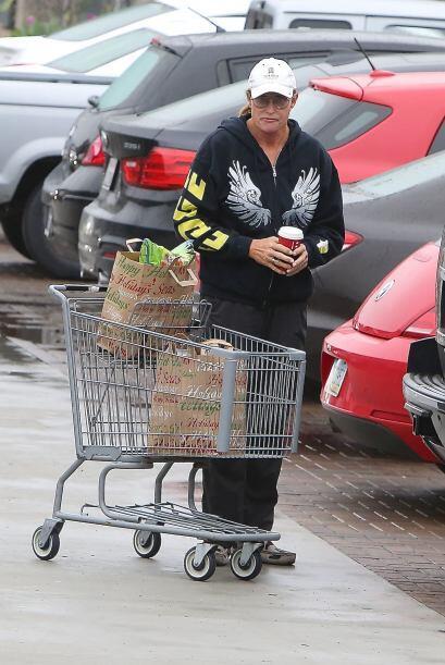 ¡Bien podría pasar por una famosa yendo a hacer las compras!