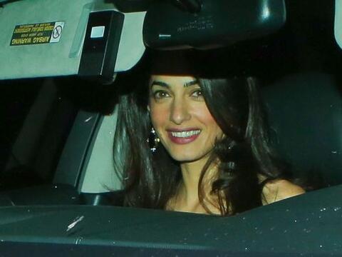 Así luce Amal Clooney a unos meses de su boda.