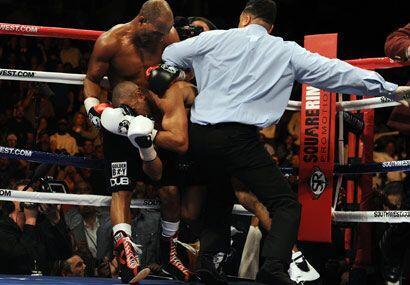 Ningún argumento del tercero sobre el ring valió para que ambos púgiles...