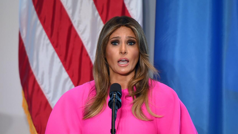La primera dama Melania Trump durante su discurso en Naciones Unidas con...