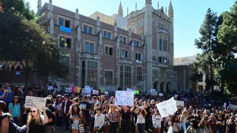 Protesta en la Universidad de California en Los Ángeles (UCLA) tras la v...