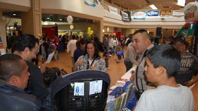El oficial Reyna participó en el programa Contacto Comunitario
