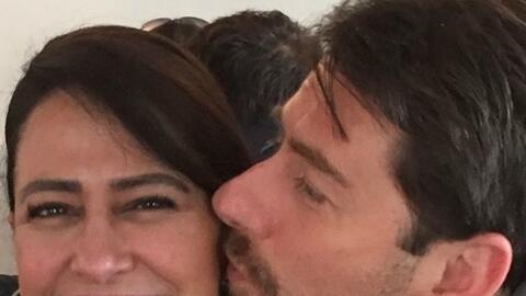 Videgaray besa a su esposa
