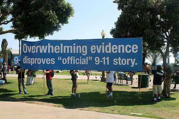 """""""Abrumadora evidencia contradice la historia oficial del 9/11"""". Esta pan..."""