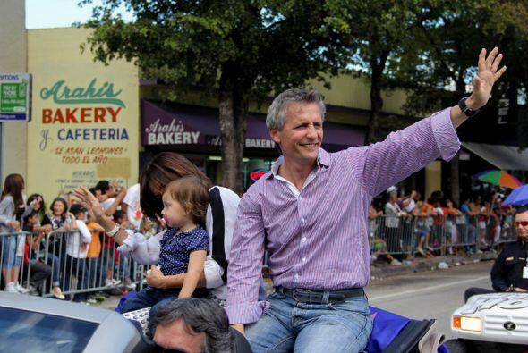 El nuevo alcalde de Doral, Luigi Boria saluda a la gente de Miami.