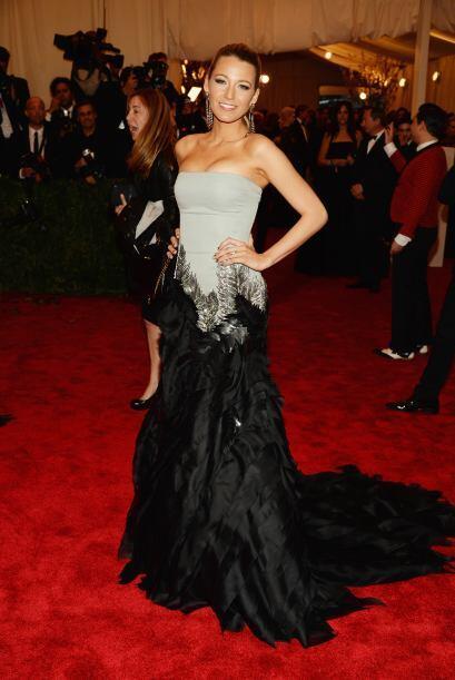 Blake Lively una vez más vestida de Gucci. Esta mujer no pierde el estil...