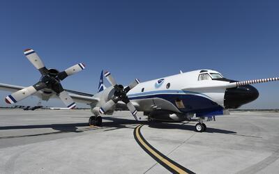 Un recorrido a bordo de un avión cazahuracanes del Servicio Meteorológic...