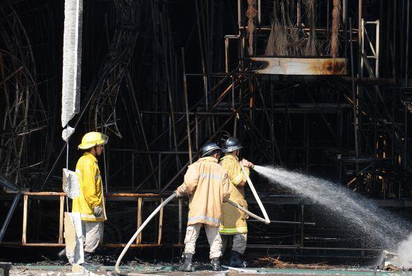 Para controlar el fuego se necesitó la ayuda del cuerpo de bomberos que...