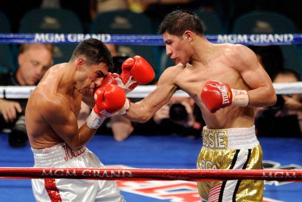Al final, Jesse Vargas se llevó el triunfo en una de los combates prelim...