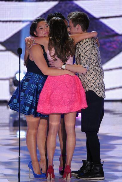 Lea abrazó a sus compañeros. Mira aquí lo último en chismes.