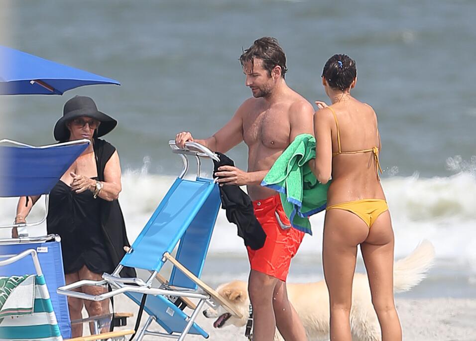 Irina Shayk ya conoce a la madre de Bradley Cooper TID_BCAISE150906_15.JPG