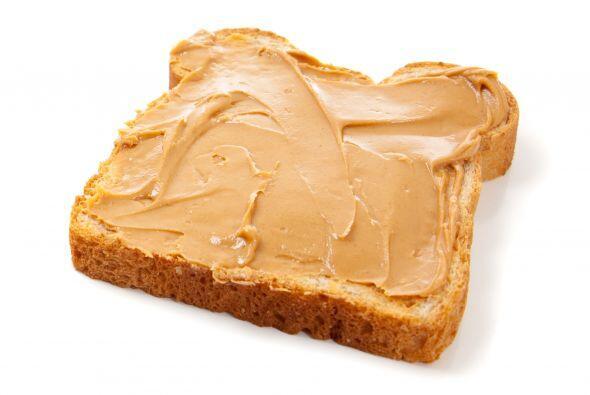 Mantequilla de maní: La crema de cacahuate es un alimento lleno de fibra...