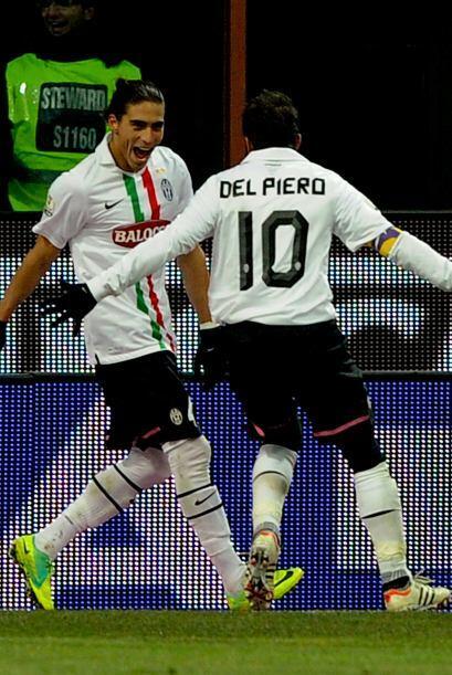 El uruguayo se abrazó a Del Piero en el festejo y la 'Juve' ganaba 1 a 0.