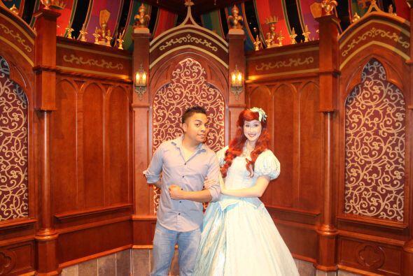 Danny Luna estará trasmitiendo este lunes y martes desde Disneyland. Esc...