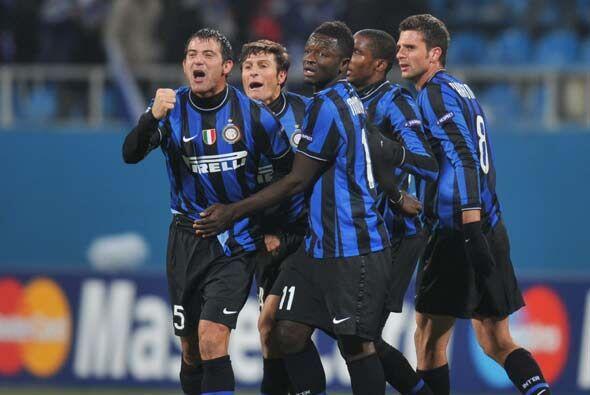 Los milaneses le dieron la vuelta al partido con goles de Milito y Sneij...