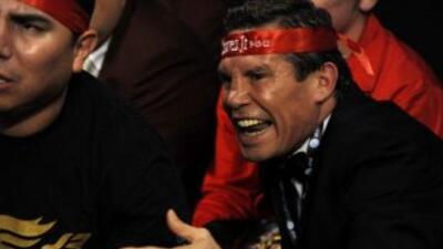 Julio César Chávez desesperado por la situación de Omar Chávez.