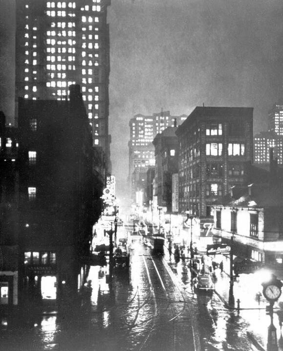"""""""Esquina de las avenidas Liberty y Quinta 10:55 AM"""". 1940."""