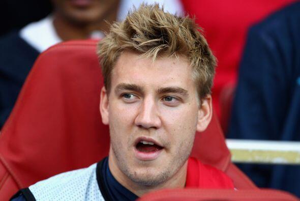 El danés Nicklass Bendtner vio el partido desde la banca.