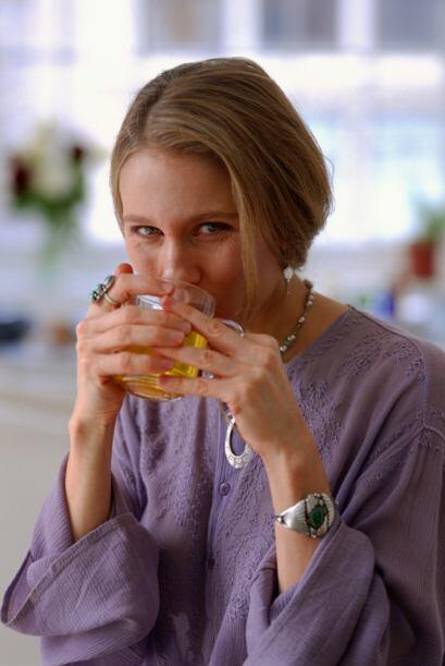 Según el portal de Nosotras.com, se recomienda beberlo por la mañana par...