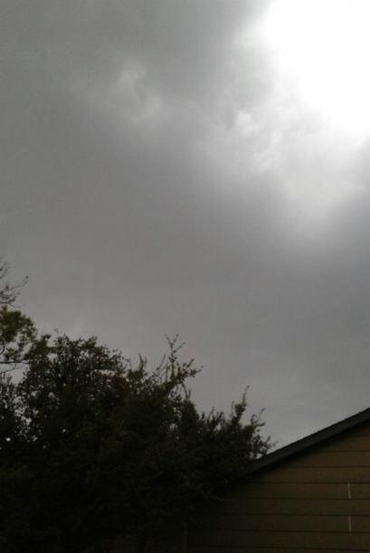 Una fuerte línea de tormentas dejó inundaciones y a miles sin luz en Hou...