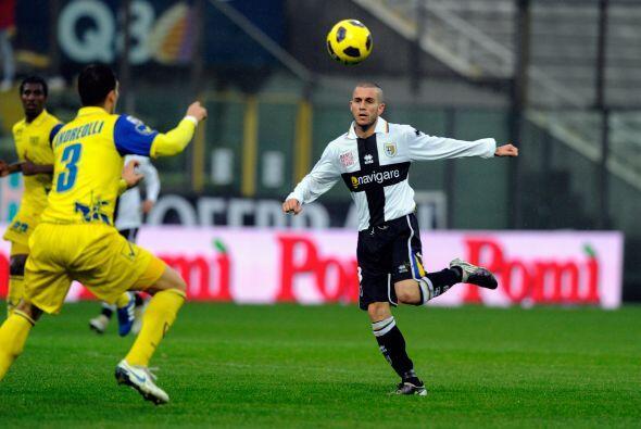 Otro conjunto implicado en el descenso, el Parma, recibió al Chievo Verona.